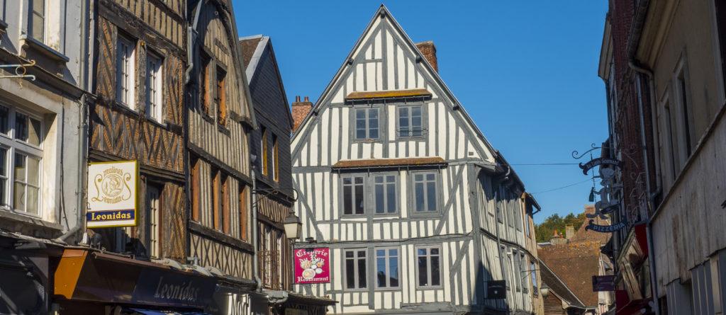 Passerelle-Gaston-Lenôtre-1024x451 Bernay, la nouvelle destination des cadres parisiens
