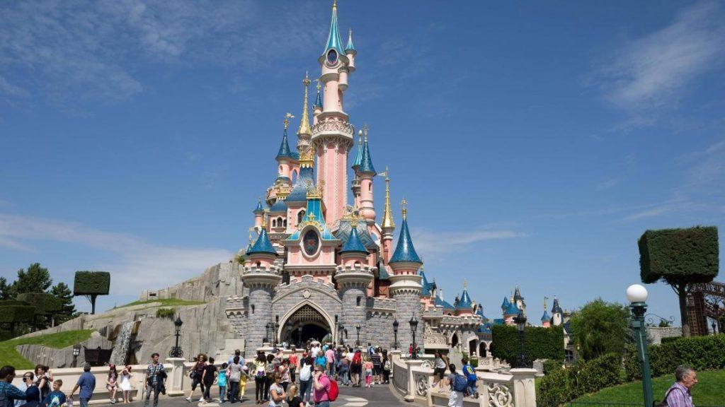 DisneyLandParis-1024x576 Si on transformait les musées en parcs de loisirs ?
