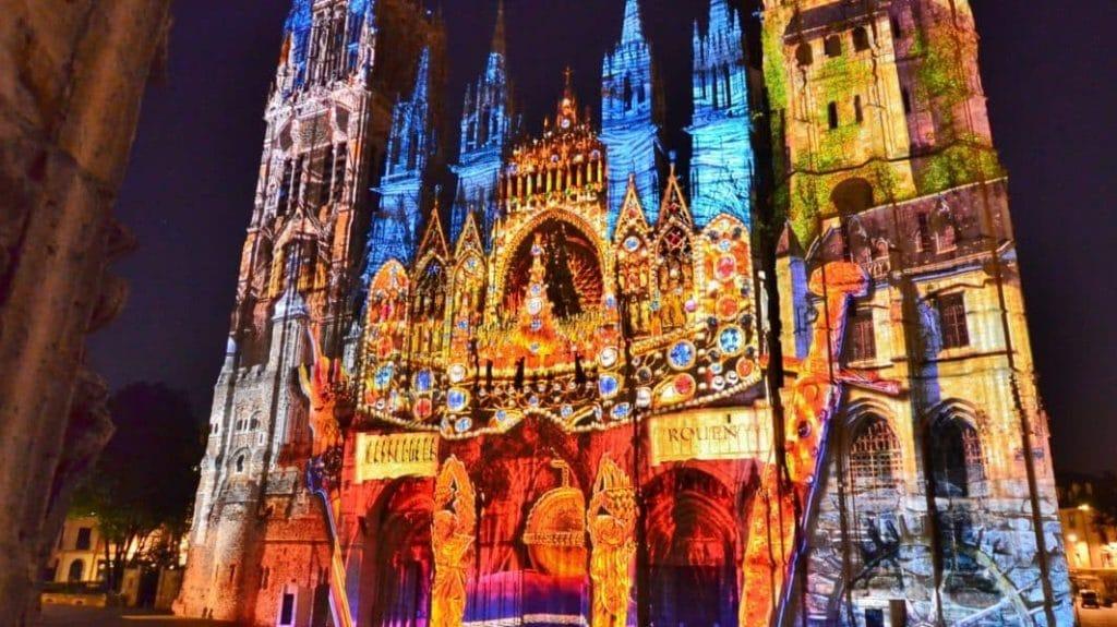 Une-Cathedralederouen-1024x575 4 activités culturelles immersives en plein essor